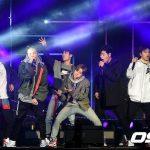 「PHOTO@ソウル」iKON、キャンペーンイベントのファイナルコンサートでパワフルなパフォーマンスを公開