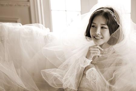"""【公式】パク・ウンジ、在米韓国人の会社員と結婚を発表=""""純白のドレス写真""""を電撃公開"""