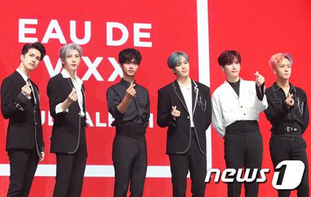 韓国ボーイズグループ「VIXX」のラビとエンが、アルバムへの自作曲収録の難しさについて語った。