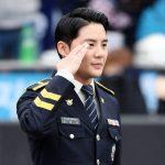 「PHOTO@水原」JYJジュンス、韓国プロ野球「KBOリーグ」で国歌斉唱