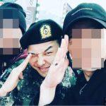 入隊中のG-DRAGON(BIGBANG)、修了式後、明るく挙手敬礼!