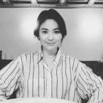 """""""ソン・ジュンギの妻""""ソン・ヘギョ、近況報告 """"優雅な笑顔""""で男性ファンを虜に"""