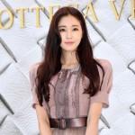 【公式】海外の墜落事故で足骨折の女優キム・サラン、1か月経っても退院できず
