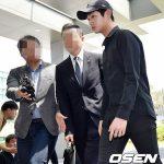 """性的嫌がらせ・凶器脅迫容疑の俳優イ・ソウォン、終始""""無言のまま""""検察へ"""