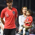女優ハン・ヘジン&サッカー韓国代表のキ・ソンヨン夫婦、娘シオンちゃんと初めて公の場に