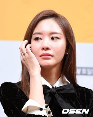 """""""死亡説デマ""""でショックの女優キム・アジュン、誰が傷を癒すのか"""