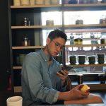 俳優コ・ギョンピョ、入隊後初めて近況公開…いっそう凛々しくなったビジュアル