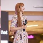 "「BLACKPINK」LISAが""故郷""タイで見せた涙の意味…1万人のファンが熱い歓声"