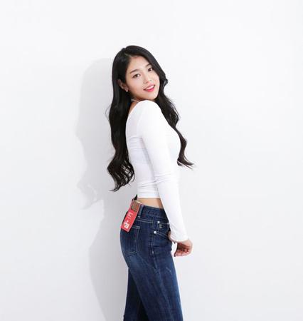 """""""60kgアイドル""""ジソン(少女注意報)、ジーンズモデルに抜てき"""