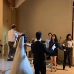 <トレンドブログ>歌手IU、自身のバックダンサーの挙式で祝歌&ダンスを披露!?