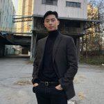 俳優パク・ソジュン、ジャケットだけでダンディな雰囲気を演出