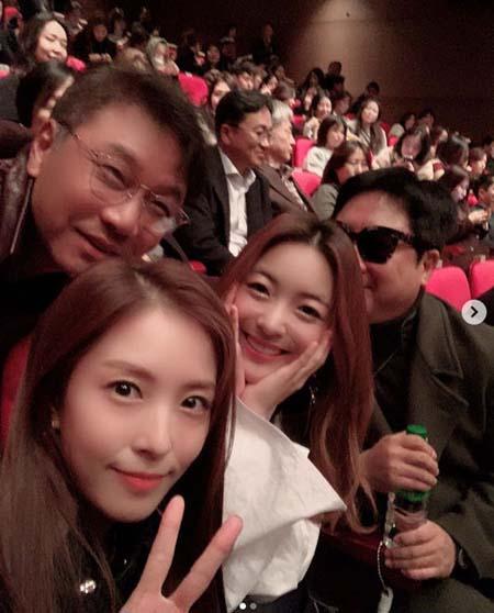 歌手BoA、SMイ・スマン代表&ルナ(f(x))と大ヒット映画「ボヘミアン・ラプソディ」を観賞