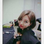 <トレンドブログ>女優スジ、「2018AAA」での受賞トロフィーを披露!「JYP」パク・ジニョンからもお祝い♪