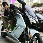 【トピック】俳優ソン・ジェリム、遅刻しそうな受験生をバイクで送り届ける!?