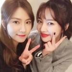 """【トピック】「Red Velvet」ジョイ&「Apink」オ・ハヨン、""""同じ年の友人""""ショットを公開"""