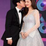 FTISLANDチェ・ミンファン、愛する妻ユルヒと共に「2018 KBS 芸能大賞」レッドカーペットイベント登場