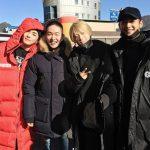 「SHINee」オンユ、メンバーに見送られながら笑顔で入隊!