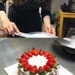 女優イ・ハニ、恋人ユン・ゲサンの誕生日に手作りケーキ? パティシエレベルの完成度