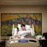 <トレンドブログ>俳優シン・ソンロク、撮影中に足の指を骨折するも超スピードで退院!病室から感謝を伝える!