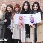 「今月の少女(LOONA)」ヒジン&ヒョンジン、漢城女子高等学校を卒業…メンバーも祝福に