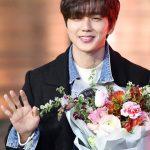 「PHOTO@ソウル」俳優ユ・スンホ、花より眩しいほほ笑み…ドラマ「ボクスが帰ってきた」の打ち上げパーティー出席