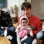 【トピック】誕生日を迎えた「東方神起」ユンホ、お人形さんのような姪っ子と共に過ごした様子が公開される