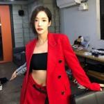 【トピック】女優パク・ミニョン、真っ赤なスーツでガールクラッシュな魅力放つ