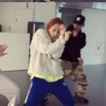 歌手ヒョナ、イドンとの振り付け練習映像を公開