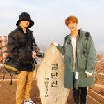 防弾少年団ジョングク&ジン、山登りの記念写真公開