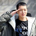 「PHOTO@曽坪」INFINITEソンヨル、メンバーとファンの見送りを受けて軍入隊