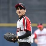「PHOTO@ソウル」Wanna One出身オン・ソンウ、韓国野球リーグの始球式に登場…力強い投球