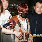 <トレンドブログ>[空港写真]「Wanna One」出身パク・ジフン、空港にいっぱい集まったファンたちの間で~