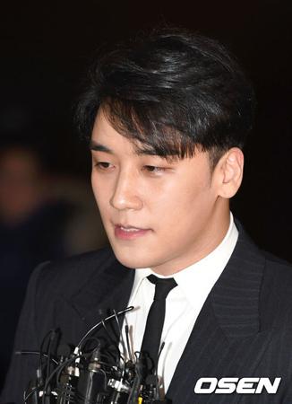 """""""被疑者""""V.I(BIGBANG)の入隊を反対する国民請願が1万人を突破"""