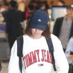 """""""盗撮騒動""""の歌手チョン・ジュンヨン、帰国…取材陣の質問には答えず"""