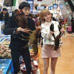 「みんなのキッチン」ZE:A グァンヒ&IZ*ONE 宮脇咲良、巨大な海産物に驚き