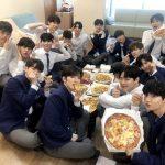 """""""国民プロデューサー代表""""イ・ドンウク、「PRODUCE X 101」練習生たちをピザで応援"""