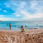 FTISLANDイ・ホンギ、ハワイでの穏やかなひと時…何見てるのかな?