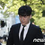 売春あっせん・横領容疑のV.I(元BIGBANG)、令状審査に出席=取材陣の問いかけに沈黙