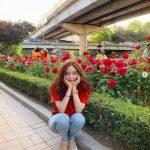 """<トレンドブログ>元「T-ARA」ヒョミン、真っ赤なバラと共に""""私は幸運ガール""""♪"""