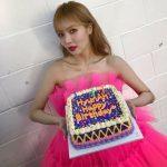 """<トレンドブログ>ヒョナ、誕生日を迎えたバービー人形..""""恋人♥ヒョジョンと5日違い、やはり赤い糸"""""""