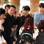 """「PHOTO@金浦」イ・ジュンギ、空港はすでにファンミーティング?オールブラックで輝くオーラ全開""""温かい人柄は健在"""""""