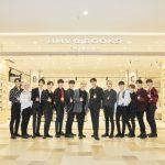 「会見レポート」韓国出身13人組ボーイズグループ「SEVENTEEN」 オープン前の HMV&BOOKS OKINAWA に来店!