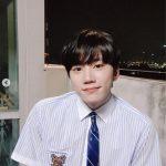 U-KISSジュン、輝くような制服姿でドラマ「ミスター期間制」のリアルタイム視聴のお願い