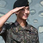 「PHOTO@坡州」俳優キム・スヒョン、除隊式でファンと再会…さわやかな笑顔は以前のまま
