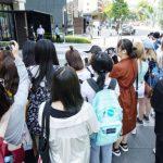 早朝からBIGBANG T.O.Pを見るために集まった海外のファンたち