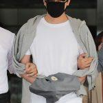 性的暴行容疑の俳優カン・ジファン、マスクで顔覆い無言で令状審査へ