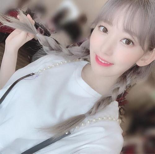 IZ*ONE宮脇咲良、キュートなヘアースタイルで愛らしさいっぱい