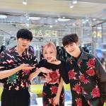 ソルリ、アン・ジェヒョン&ピオ(Block B)との花のような3ショットを公開