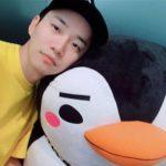 2PMジュノ、ぬいぐるみのペンギンとのツーショットで近況公開