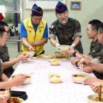 「コラム」EXOのD.O(ディオ)が兵役で担当する調理兵とは何か?